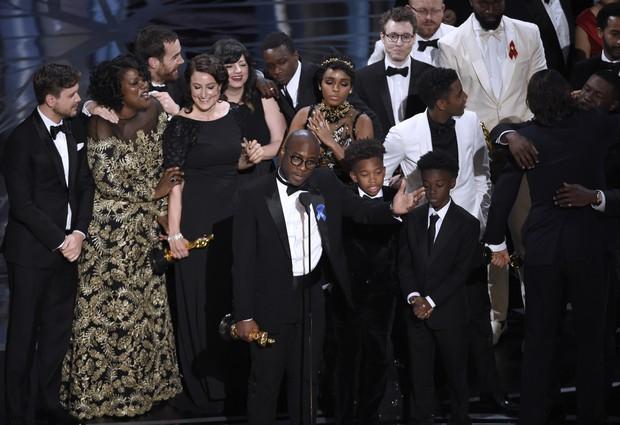 Những khoảnh khắc làm nên một Lễ trao giải Oscar đáng nhớ nhất trong lịch sử! - Ảnh 23.