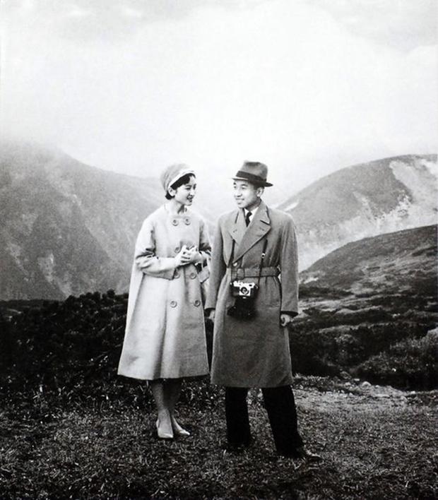 Chuyện tình cổ tích của Nhà Vua Nhật Bản phá bỏ quy tắc Hoàng gia để kết hôn với cô gái thường dân - Ảnh 7.