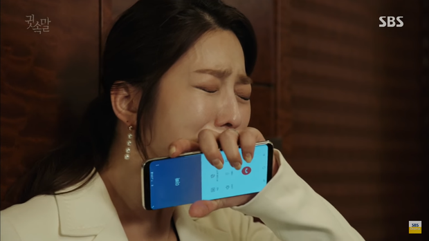 """""""Whisper"""": Lee Sang Yoon và vợ """"tình tứ"""" ngay trước mặt Lee Bo Young - Ảnh 25."""