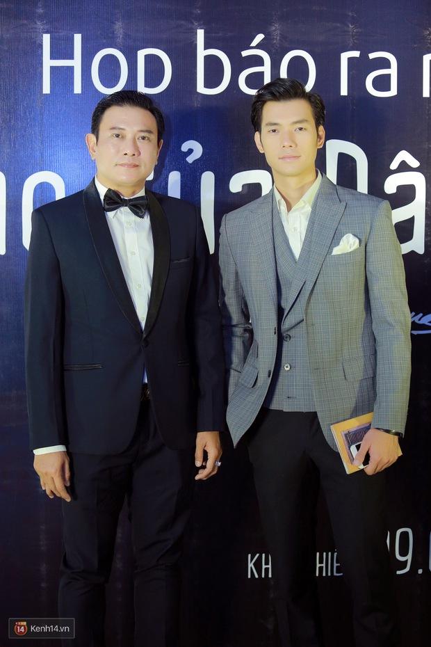 Mặc trời nóng, Đàm Vĩnh Hưng và Dương Triệu Vũ vẫn ra Hà Nội ủng hộ phim của cháu gái - Ảnh 7.