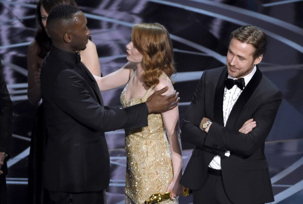 Những khoảnh khắc làm nên một Lễ trao giải Oscar đáng nhớ nhất trong lịch sử! - Ảnh 22.