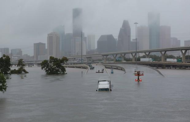 Chùm ảnh trước - sau cho thấy hậu quả kinh hoàng mà siêu bão mạnh nhất thập kỷ gây ra cho nước Mỹ - Ảnh 6.
