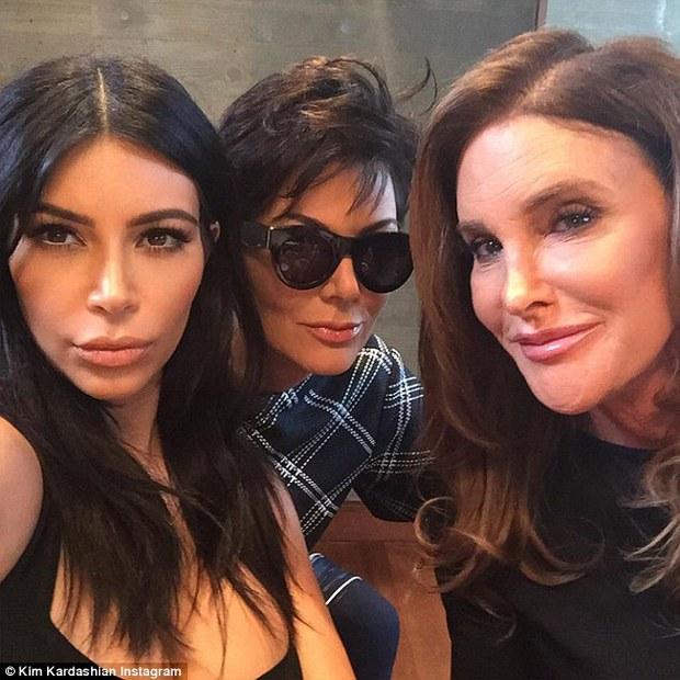 Kendall Jenner gọi bố ruột là điên vì nói xấu cả gia đình sau khi chuyển giới - Ảnh 2.