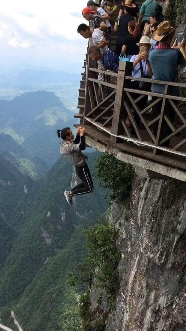 Đằng sau cái chết của diễn viên Trung Quốc rơi từ độ cao 62 tầng xuống đất: Mạo hiểm cả tính mạng để cứu mẹ đau ốm - Ảnh 5.