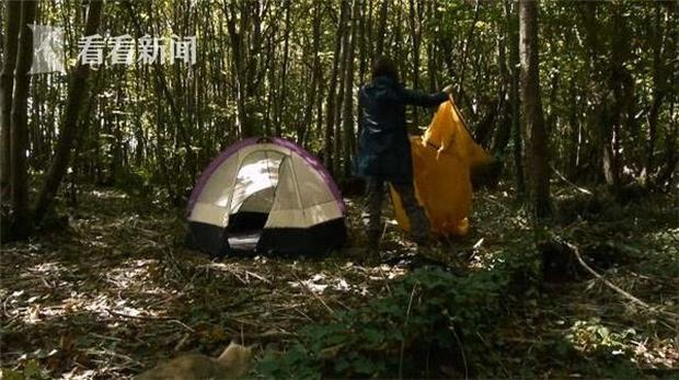 Căn bệnh quái ác: Dị ứng với Wifi và sóng điện từ, người phụ nữ dựng lều trong rừng để sống  - Ảnh 2.
