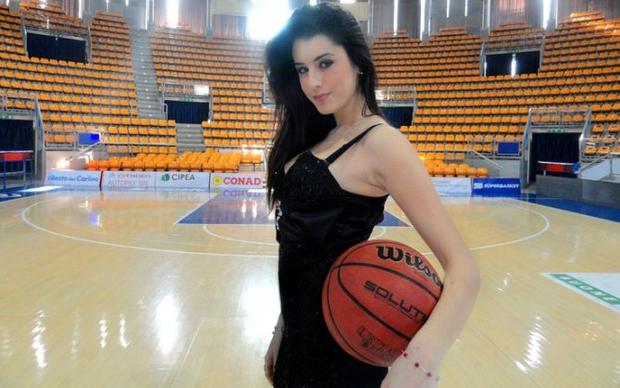 Vẻ đẹp khó cưỡng của nữ vận động viên bóng rổ quyến rũ nhất hành tinh - Ảnh 4.