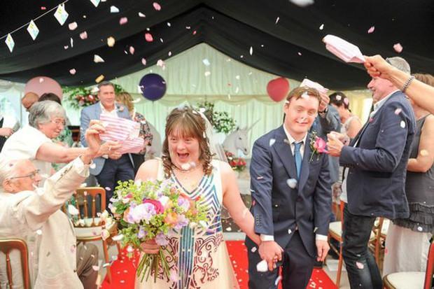 Anh: Bộ ảnh cưới cảm động của cặp đôi mắc hội chứng Down chứng minh tình yêu có thể vượt qua tất cả - Ảnh 4.