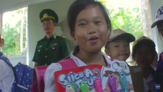 Humans Of Hanoi và chiến dịch gây quỹ nghĩa tình gửi đến những em học trò của thầy Trần Bình Phục - Ảnh 8.