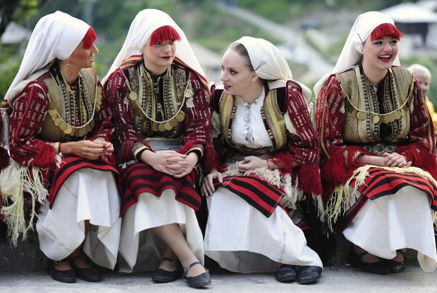 Cùng ngắm thêm 22 bộ váy cưới truyền thống tuyệt đẹp trên toàn thế giới - Ảnh 5.