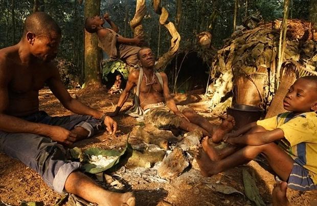 Bên trong bộ lạc gần 50% trẻ em không thể sống quá 5 tuổi ở châu Phi - Ảnh 3.
