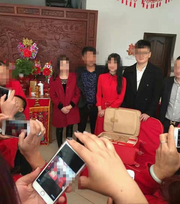 Chàng trai trẻ đem gần 10 tỷ tiền mặt đi hỏi vợ dù người yêu chưa đủ tuổi kết hôn - Ảnh 4.