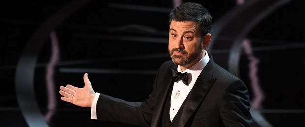 Những khoảnh khắc làm nên một Lễ trao giải Oscar đáng nhớ nhất trong lịch sử! - Ảnh 2.
