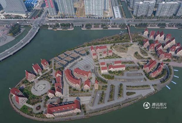 Trung Quốc: Hòn đảo ma toàn dinh thự đắt tiền giữa lòng thành phố Tô Châu - Ảnh 4.