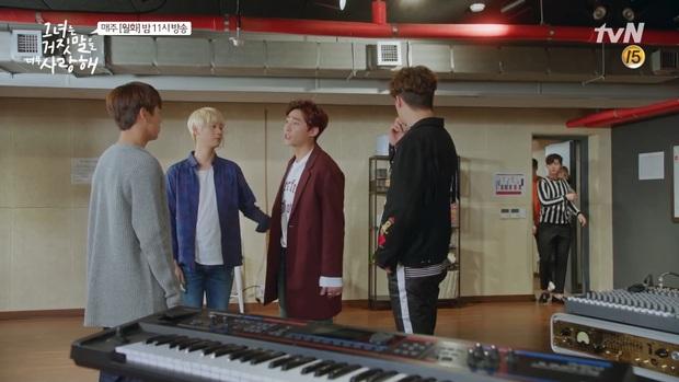 """""""Liar And Lover"""": Chuyện tình như... cái bùng binh của Lee Hyun Woo và Joy lại tái diễn - Ảnh 4."""