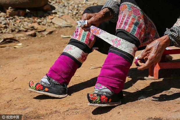 Mục sở thị những đôi chân gót sen cuối cùng của phụ nữ Trung Quốc thời hiện đại - Ảnh 5.