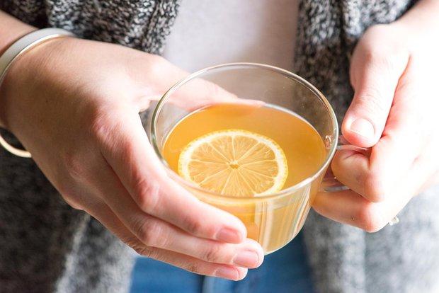 Đây là lý do vì sao các chuyên gia sức khỏe thế giới khuyên chúng ta nên uống nước chanh mật ong mỗi ngày - Ảnh 1.