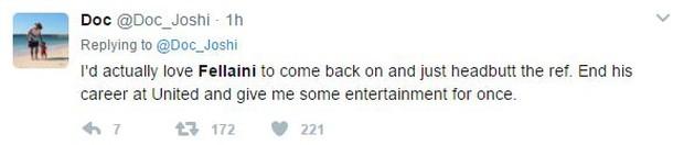 Fan Man Utd muốn treo giò Fellaini 18 tháng vì húc đầu Aguero - Ảnh 8.