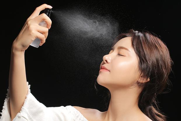 Học ngay bí quyết làm nước hoa hồng cực đơn giản để da lúc nào cũng săn chắc và láng mịn - Ảnh 9.