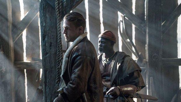 Huyền thoại về thanh gươm trong đá quay trở lại màn ảnh với King Arthur: Legend of the Sword - Ảnh 4.