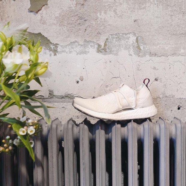 Review cận cảnh đôi adidas làm từ rác thải đại dương đã có mặt tại Việt Nam: đẹp - nhẹ và đế ngoài siêu bền - Ảnh 4.