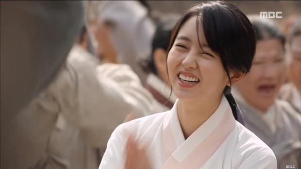 """""""Mặt Nạ Quân Chủ"""": Yoo Seung Ho đội mồ sống dậy, về quê vác giỏ kiếm cơm - Ảnh 3."""