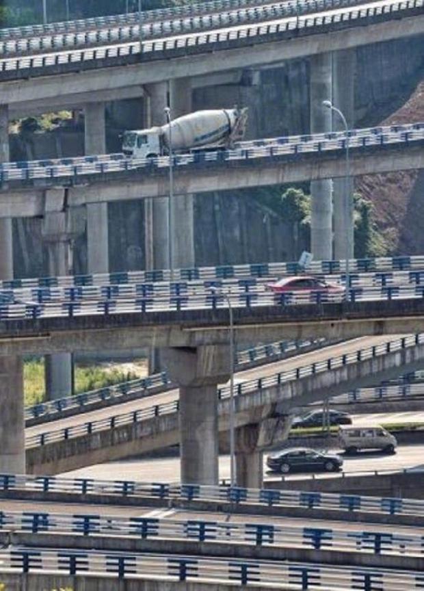 Cộng đồng mạng Trung Quốc khóc thét vì nút giao thông lắt léo như ma trận - Ảnh 2.