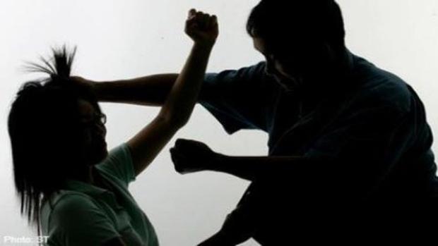 Người phụ nữ bị bạo hành suốt 20 năm, bị chồng giam giữ và ép hầu hạ cho nhân tình của anh ta - Ảnh 3.