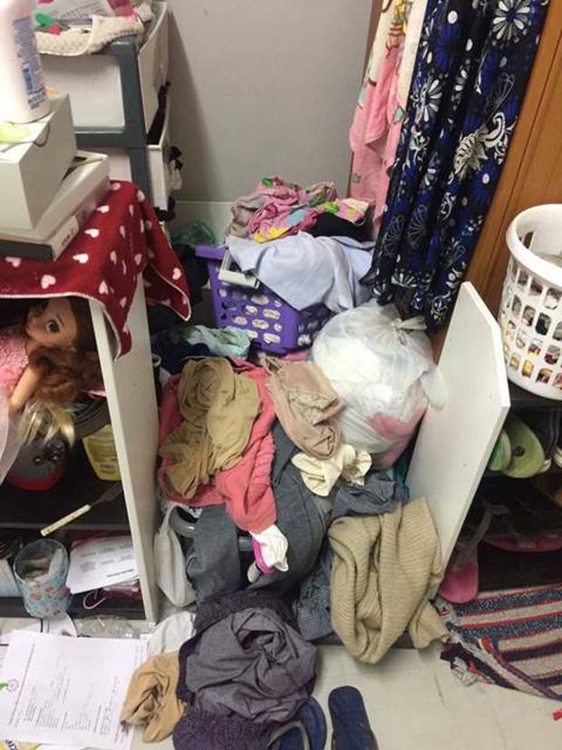 Đặt chân vào phòng ký túc của nữ sinh đại học y mà người ta cứ ngỡ đang lạc trong bãi rác - Ảnh 2.