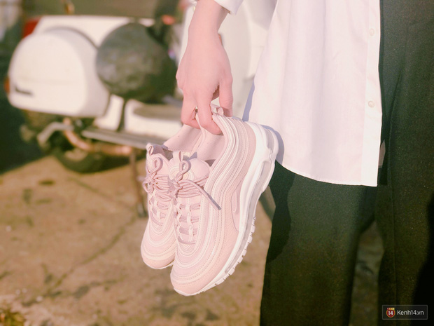 Review đôi sneaker được ví như viên kẹo ngọt đang đốn tim các cô nàng: Nike Air Max 97 Premium Pink Snakeskin - Ảnh 4.