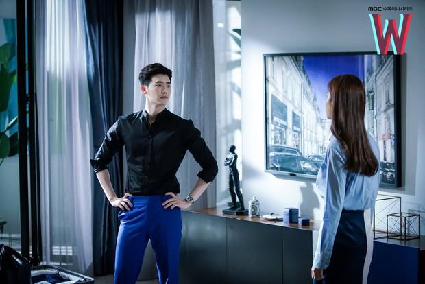 Vai trong Khi Nàng Say Giấc có gì khác loạt vai diễn trước đây của Lee Jong Suk? - Ảnh 6.