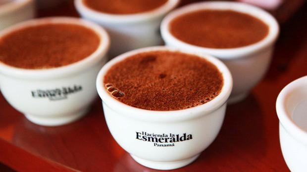 Có gì trong ly cà phê tuyệt phẩm đắt nhất thế giới với giá 1,4 triệu đồng? - Ảnh 3.
