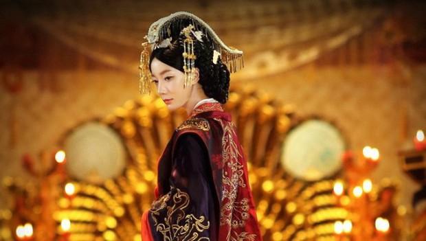 Những kỹ nữ nhan sắc tuyệt trần từng làm say lòng bao Hoàng đế Trung Hoa - Ảnh 3.