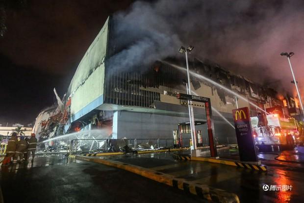 Tổng thống Philippines không kìm được nước mắt khi nghe tin 37 người thiệt mạng trong vụ hỏa hoạn - Ảnh 7.