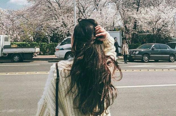 Những thói quen khiến cho mái tóc mùa đông vốn đã bết dầu lại càng nhanh bết - Ảnh 3.