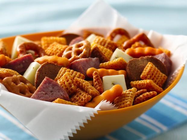 Vừa đánh bại cơn thèm ăn, vừa cải thiện tâm trạng nhờ những phương pháp hay ho từ chuyên gia sau đây - Ảnh 3.