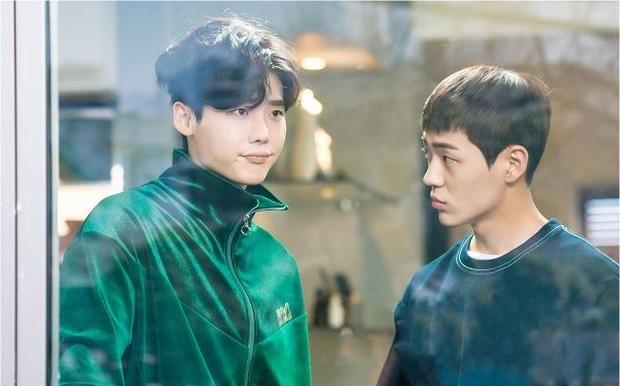 """Ngoài Lee Jong Suk, còn có 5 trai đẹp làm nên sức hút của """"Khi Nàng Say Giấc"""" - Ảnh 8."""