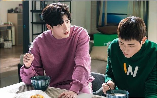 """Ngoài Lee Jong Suk, còn có 5 trai đẹp làm nên sức hút của """"Khi Nàng Say Giấc"""" - Ảnh 7."""