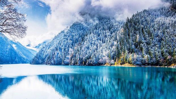 Quên Cửu Trại Câu lá vàng đi, thiên đường hạ giới mùa đông đẹp không khác gì chốn bồng lai tiên cảnh - Ảnh 1.