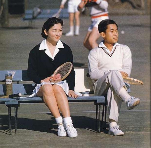 Chuyện tình cổ tích của Nhà Vua Nhật Bản phá bỏ quy tắc Hoàng gia để kết hôn với cô gái thường dân - Ảnh 5.