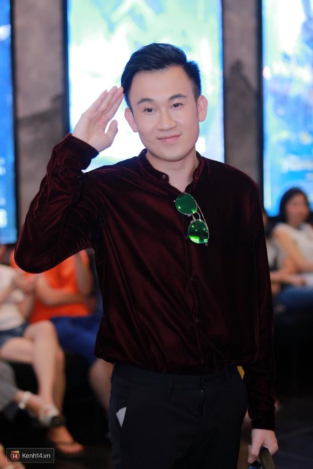 Mặc trời nóng, Đàm Vĩnh Hưng và Dương Triệu Vũ vẫn ra Hà Nội ủng hộ phim của cháu gái - Ảnh 2.