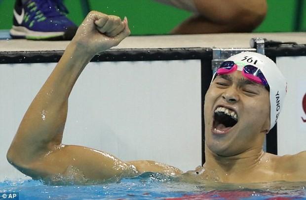 Bị chê răng cá mập, kình ngư Tôn Dương đi phẫu thuật để thành soái ca - Ảnh 1.