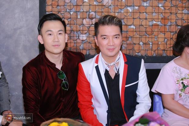 Mặc trời nóng, Đàm Vĩnh Hưng và Dương Triệu Vũ vẫn ra Hà Nội ủng hộ phim của cháu gái - Ảnh 1.