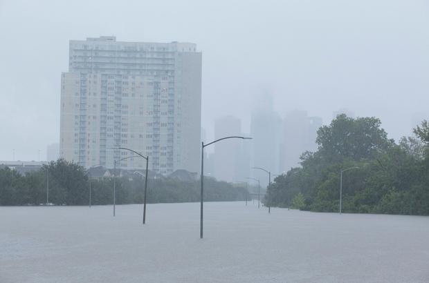 Chùm ảnh trước - sau cho thấy hậu quả kinh hoàng mà siêu bão mạnh nhất thập kỷ gây ra cho nước Mỹ - Ảnh 8.