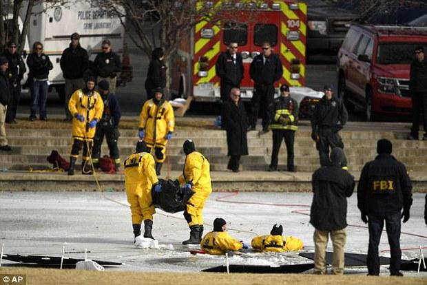 Mỹ: Phát hiện thi thể dưới hồ nước đóng băng khi đang tìm kiếm bé trai 6 tuổi mất tích - Ảnh 2.