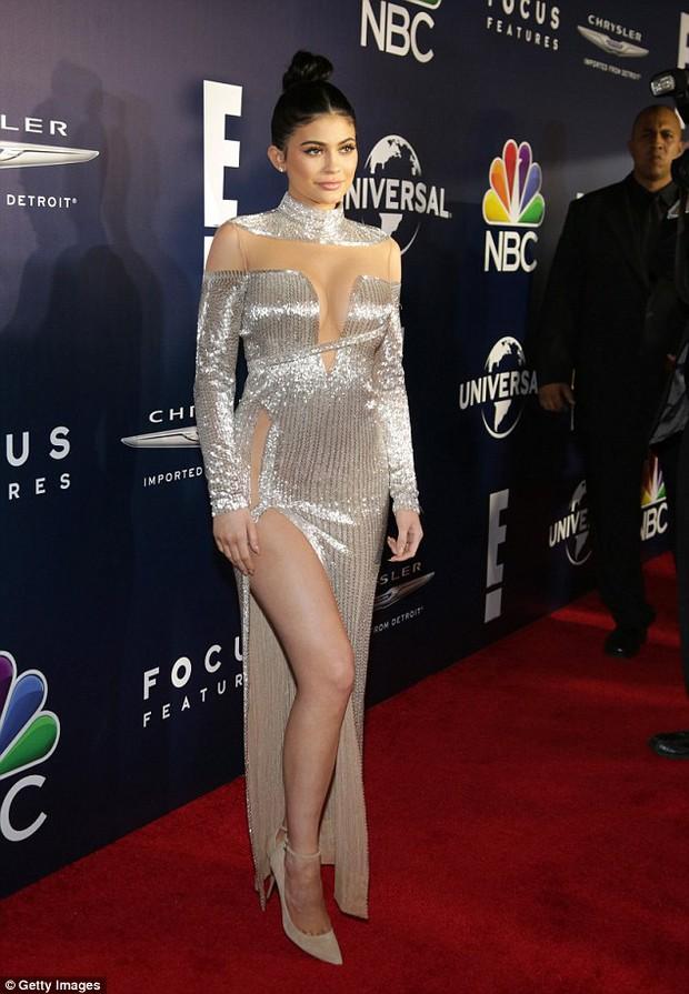 Hậu Quả Cầu Vàng: Miranda Kerr trễ nải sexy, mỹ nhân Blurred Lines hớ hênh trên thảm đỏ - Ảnh 5.