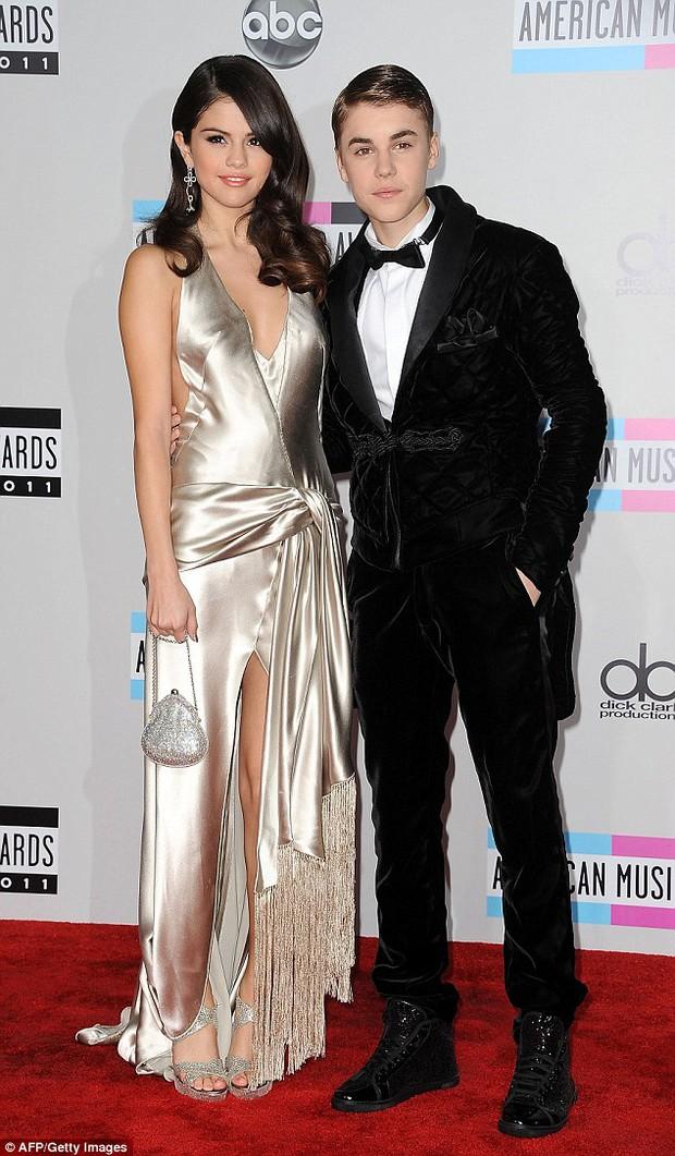 Bella Hadid gọi điện cảnh báo The Weeknd đang bị Selena Gomez lợi dụng? - Ảnh 6.