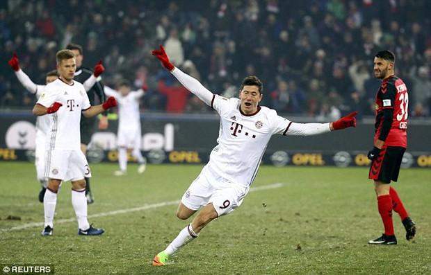 Lewandowski đi vào lịch sử trong chiến thắng nhọc nhằn của Bayern Munich - Ảnh 4.
