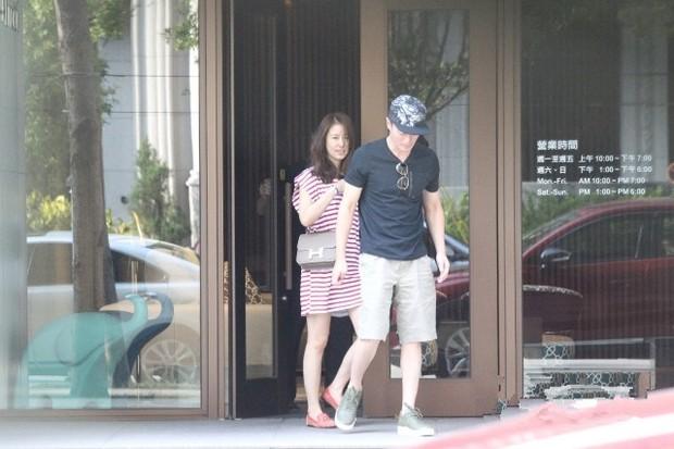 Trải qua 1 năm hôn nhân sóng gió, Lâm Tâm Như - Hoắc Kiến Hoa ngày càng tình tứ và hạnh phúc bên nhau - Ảnh 2.
