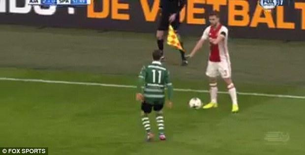 Cầu thủ bẩn tính nhất thế giới: Dùng đồng đội bị thương để lừa đối thủ - Ảnh 2.