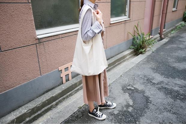 Ai bảo túi đi học không thể trendy? Đây là 5 kiểu túi cực xinh và chất mà các nàng có thể diện đến trường - Ảnh 11.